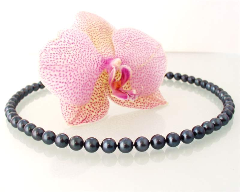 Pearl Ladies Necklace at SelecTraders