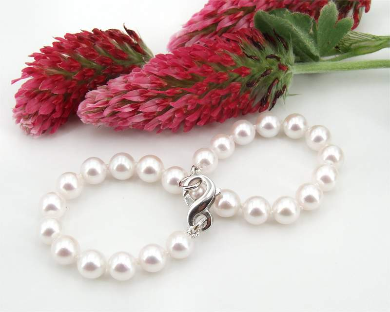 Pearl Bracelet at SelecTraders