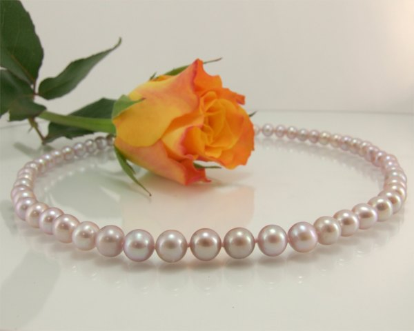Lavender pearl necklace at SelecTraders